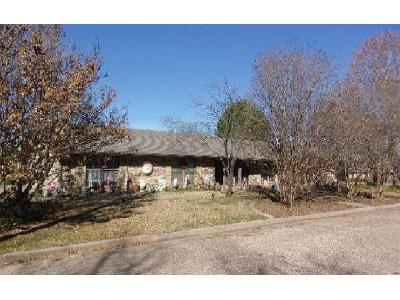 4 Bed 2 Bath Foreclosure Property in Clifton, TX 76634 - White St