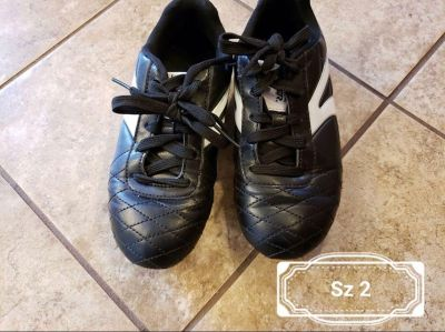 Soccer cleats youth sz 2