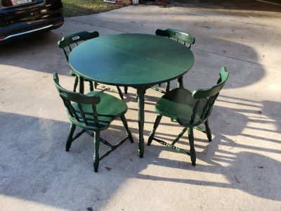 Green Kitchen Table With Four Chairs!