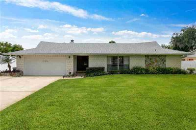 582 Queens Mirror Circle CASSELBERRY, This immaculate and