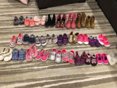 27 pairs of baby/toddler girl shoes! Crib shoes - size 6