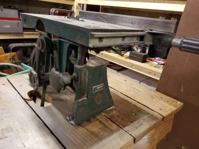 Cast iron table saw