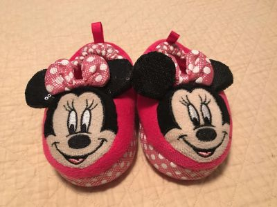 Minnie Mouse slippers, size 5/6