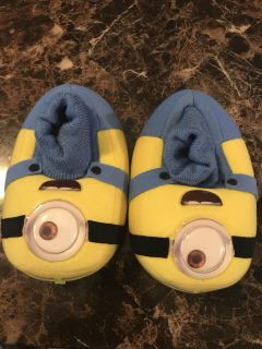 Size 7/8c minion slippers