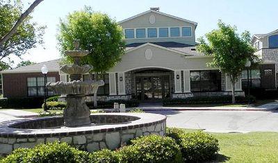 Grand Prairie 2/2 $1015 Fitness center, Pool, Skyline Rd