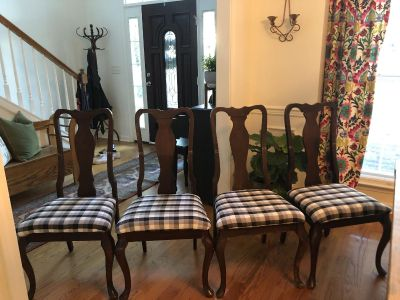 Set of 4 Vintage Queen Anne dining chairs