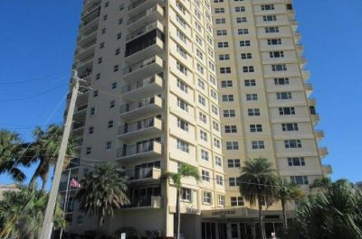 GREAT SPACIOUS 1 BED 1,5 BATH CONDO.