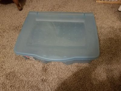 RUBBERMAID UNDERBED BOX, EXCELLENT CONDITION, SMOKE FREE HOUSE