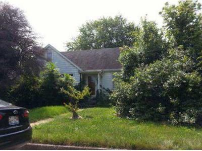 3 Bed 1 Bath Foreclosure Property in Belleville, IL 62223 - S76th St