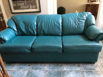Leather love seat and 3-seater sofa set