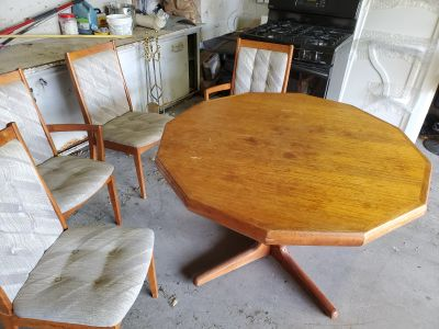 Table with 4 chairs included
