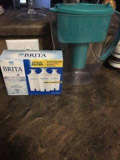 Brita water pitcher and 3 filters