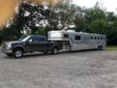 4 Horse Trailer with LQ