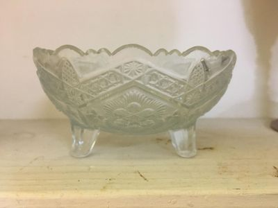 Antique/Vintage candy dish or jewelry dish 4 1/4 inch circumference $7