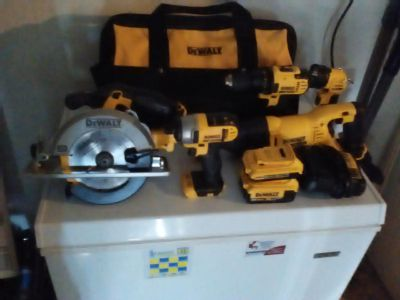 DEWALT 20-Volt MAX Lithium Ion Cordless Combo Kit (5-Tool) with 2Ah and 4Ah Batteries and Contractor Bag