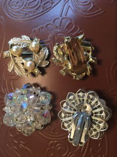 2 pair of vintage clip earrings. Excellent condition!