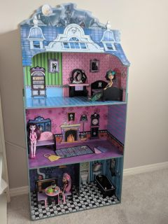 Monster High Doll House and Dolls