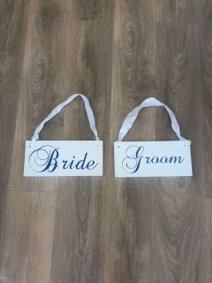 Wedding signs! Bride/Groom, Mr./Mrs. on reverse
