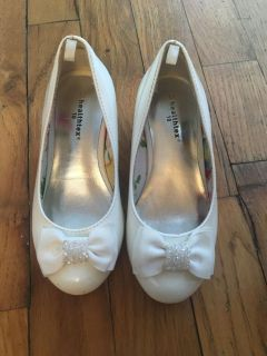 Girls white patent kitten heels, Easter shoes dress up size 10