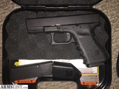 For Sale/Trade: Glock 19 Gen 3- Like new w/ extras!!!!