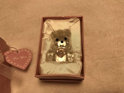 Collectible crystal bear with heart