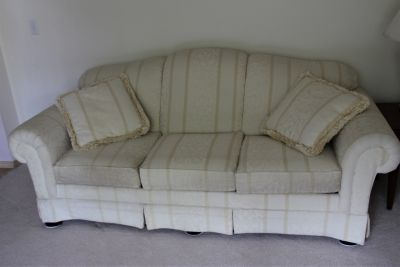 Nice couch sofa in great shape