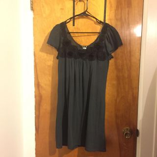 Size Large black and gray flower tunic dress