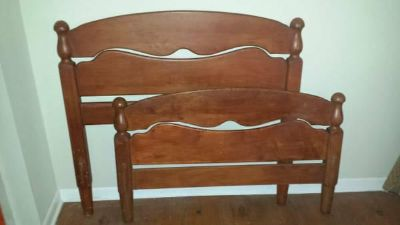 $500, Antique Twin Bedroom Set with 2 Beds