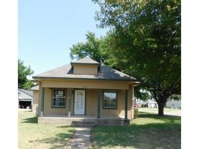 3 Bed 2 Bath Foreclosure Property in El Reno, OK 73036 - S Barker Ave