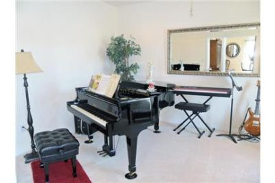 Beautiful home in Steeplechase for rent. Parking Available!