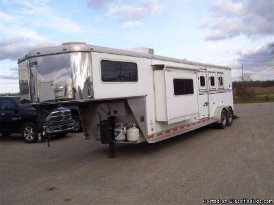 2007 Shadow 3 Horse trailer Living Quarter