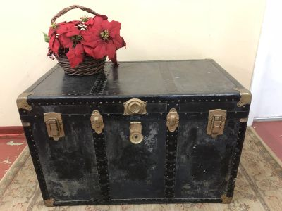 COOL VINTAGE STEAMER TRUNK! Blanket chest, storage or coffee table. $48$48