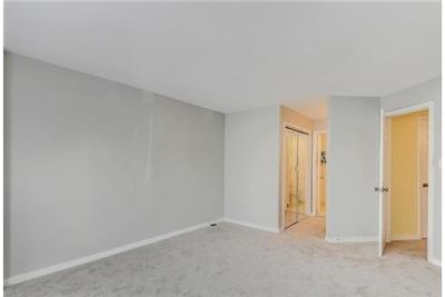 2 bedrooms Condo - Fresh Paint-New Carpet-New Appliances- Updated Bathrooms. Parking Available!