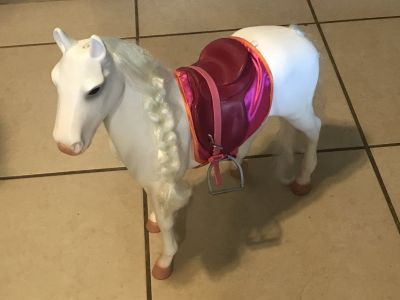 "18"" Doll Our Generation White Horse w/ Saddle EUC Cute!"