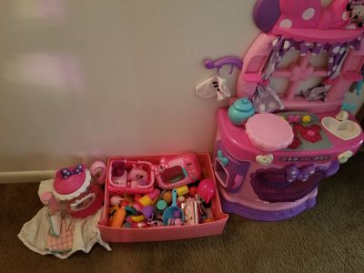 Huge Minnie Mouse Kitchen lot