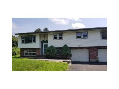 4 Bed 2 Bath Foreclosure Property in Castleton On Hudson, NY 12033 - Orchard Rd