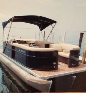 Pontoon Tritoon