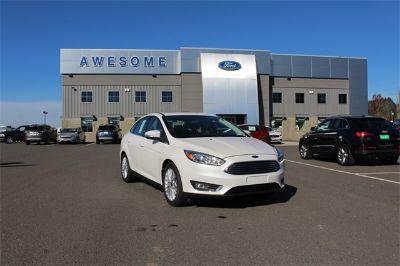 2018 Ford Focus Titanium (white)