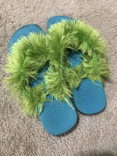 Torquise flip flops with green fussy
