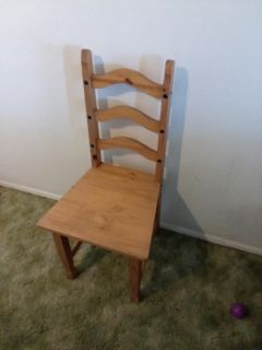 Real wood large seat chair very sturdy excellent condition only one