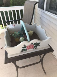 Wood box with 3 pots and plants(fake)