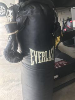 Everlast 100lb Leather Punching Bag With Gloves