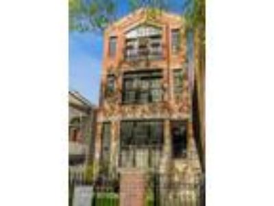 Chicago Two BR, 2418 North Southport Avenue 3