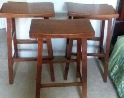 (3) SOLID WOOD....BAR HEIGHT STOOLS......EXCELLENT CONDITION