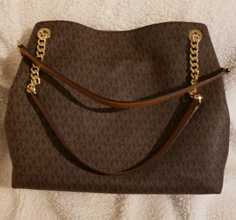 Michael Kors Jet Set Large Shoulder Tote.