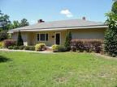 Updated, modern residence with incredible fl...