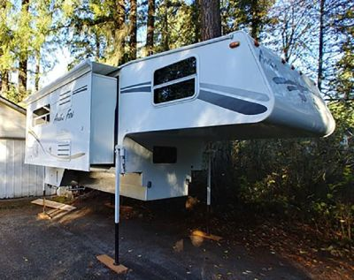 By Owner! 2006 Arctic Fox 1150 truck camper w/slide