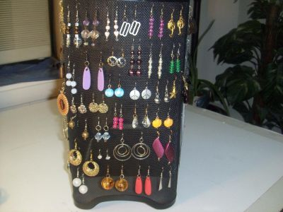 Hundreds of pieces of costume jewelry EVERYTHING $1.00