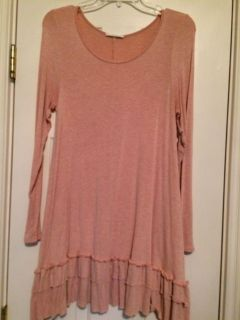 Easel Small Ruffled Tunic. No smoke home. Goes cute with the kimono I have listed! PPU In Mansker Farms.