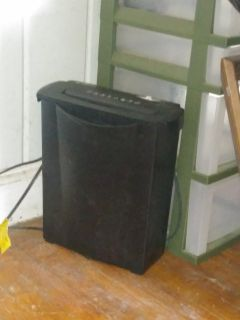 Cross sheet shredder. With can